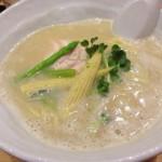 「銀座 篝(かがり)」鶏白湯SOBAのスープは呑み明けの胃に優しすぎた