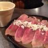 「六花界(神田)」のおすすめ肉「豚タン」のネギをこぼさずに食べるコツ
