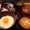 「立呑み なぎ(渋谷)」定食のご飯をTKG(卵かけご飯)にアップグレード