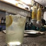 「the OPEN BOOK(新宿ゴールデン街)」直木賞作家・田中小実昌の蔵書を肴にレモンサワーを。